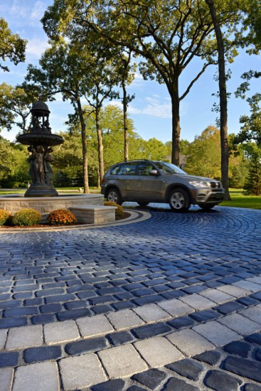 Driveway with Unilock Courtstone and Brussels Block Paver