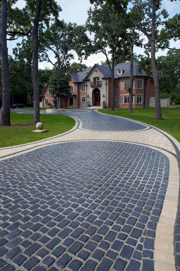 Unilock Driveway with Courtstone and Brussels Block Paver