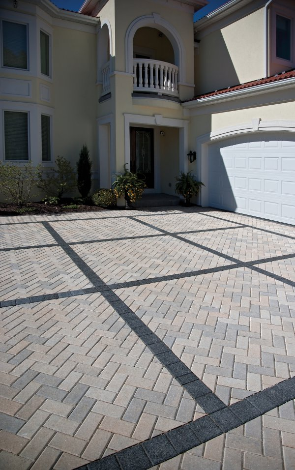Driveway featuring Unilock Hallandstone and Series 3000 paver