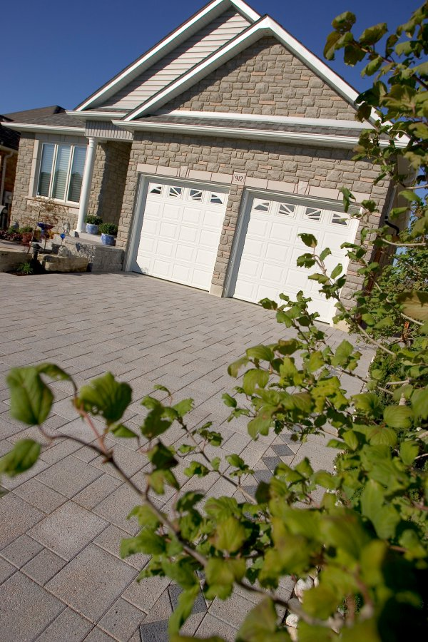 Driveway by Unilock with Series 3000 paver