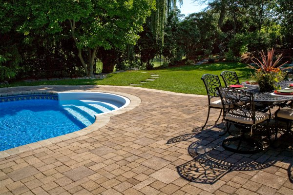 Pool Deck featuring Il Campo and Fullnose paver by Unilock