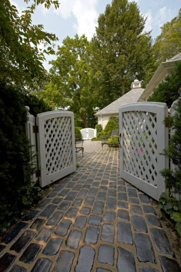 Walkway entrance featuring Unilock Courtstone paver